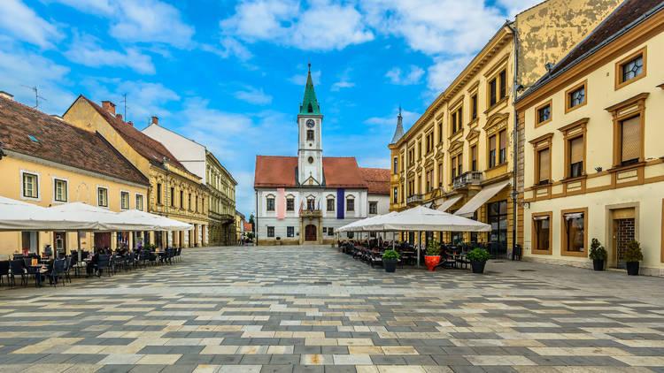 Varaždin's King Tomislav square, locally nicknamed Korzo, is home to the famous 16th-century noble family's Drašković palace