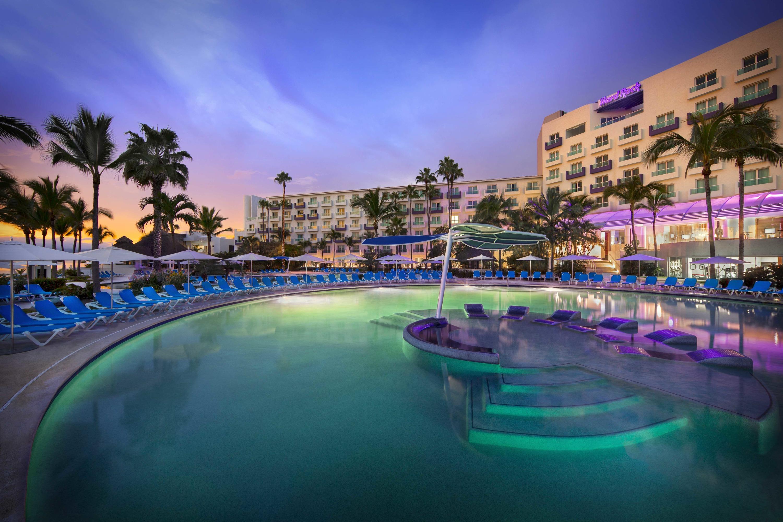 Vista de la alberca del Hard Rock Hotel Vallarta