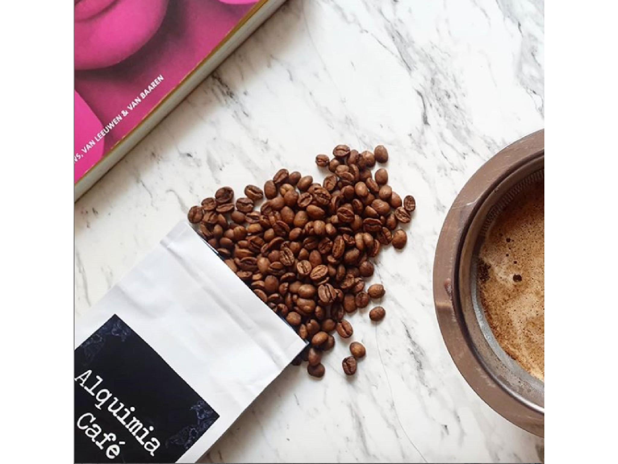 granos de café de Alquimia Café