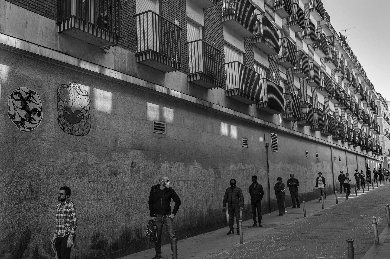 Ante el umbral, de Clemente Bernad. Museo Reina Sofía