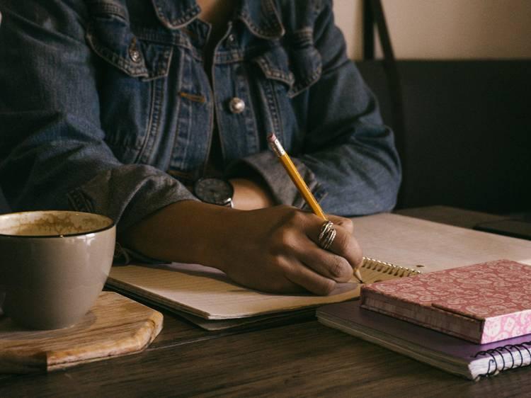 Prendre part à une dictée en ligne organisé par un écrivain