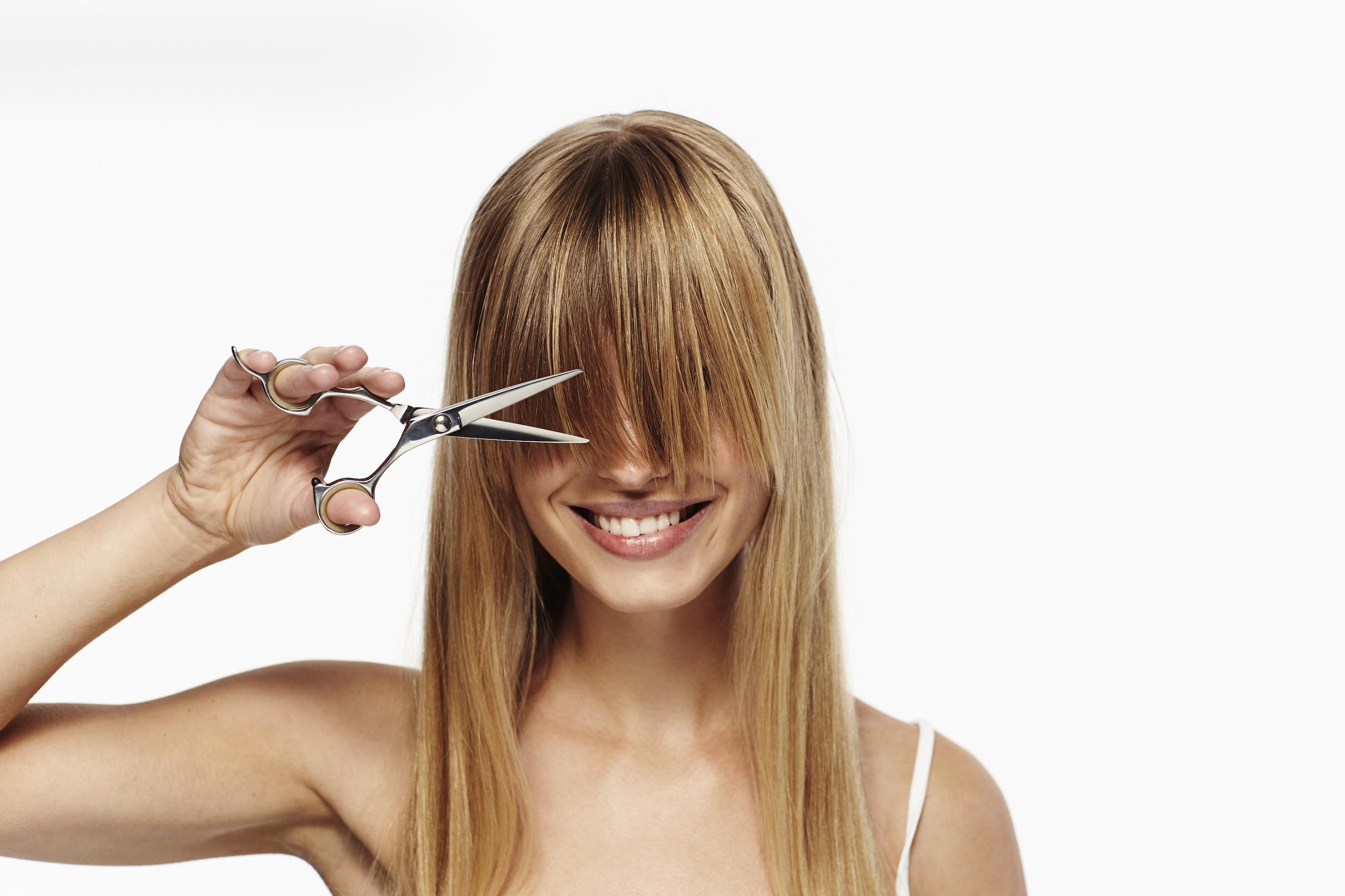 Cómo cortarse una misma el pelo y el flequillo