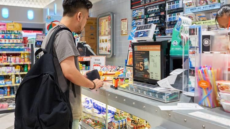 cashier 7/11 711