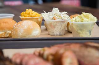 Pinche Gringo BBQ, mac & cheese y ensalada de patata