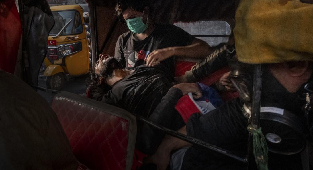 'Unconscious Protester during the Tishreen Revolution' (Ricardo García Vilanova, World Press Photo 2020, General News, Singles, 3rd Prize)