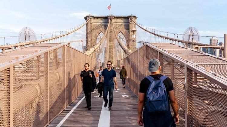 brooklyn bridge sidewalk