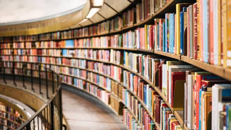 Bookshelves winding