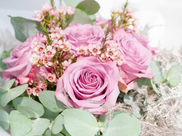 flowers, florist, bouquet, flower, unsplash, paula brustur