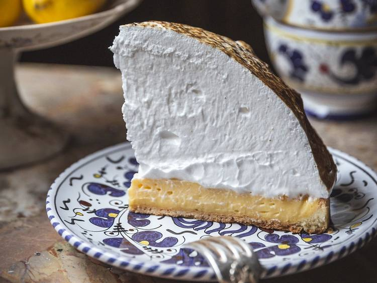 Gloria's undefeatable lemon meringue pie