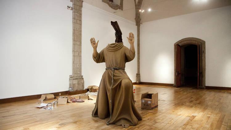 Exposición santos vivientes de Michael landy