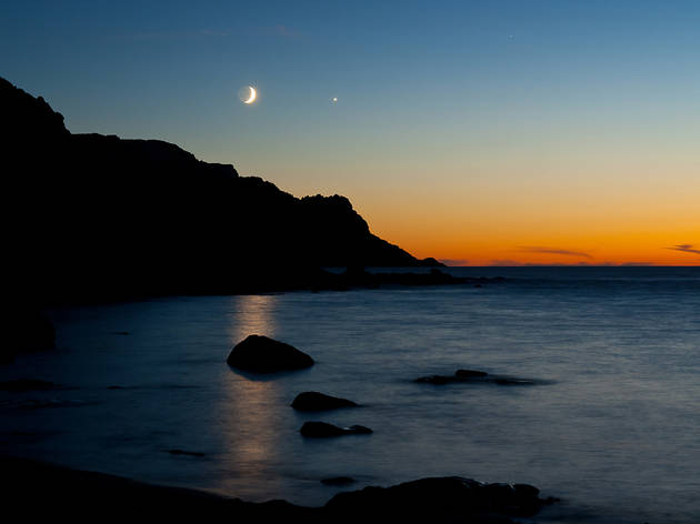 Moon and venus in the night's sky