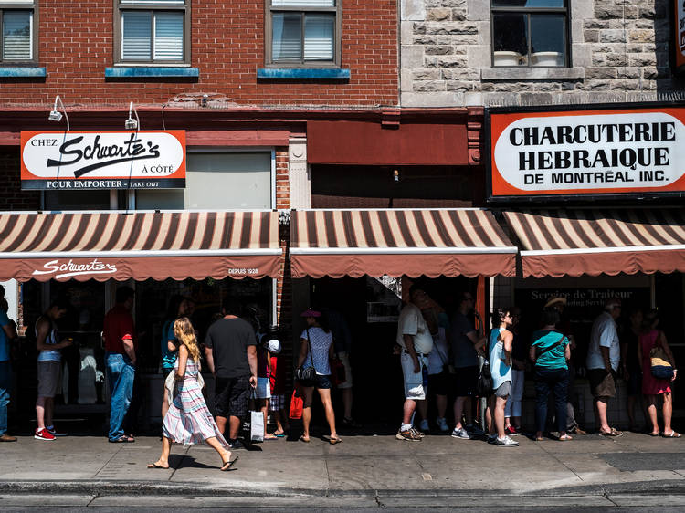 Où trouver les repas les plus emblématiques de Montréal