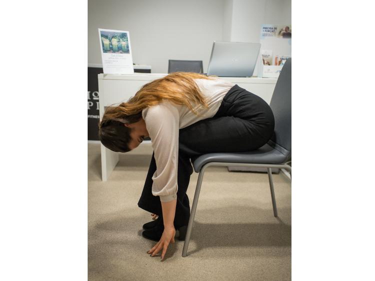 5. Mobilização articular - Flexão anterior do tronco