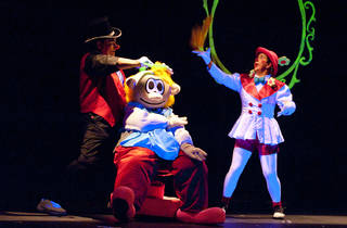 La compañia de teatro La Trouppe celebra el dia del niño