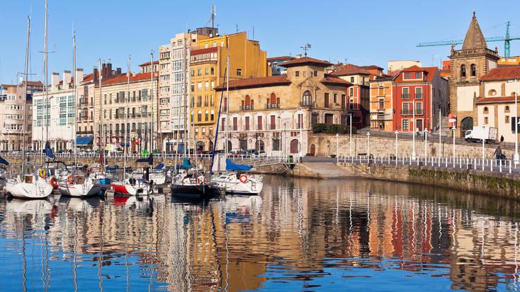 Puerto viejo de Gijón