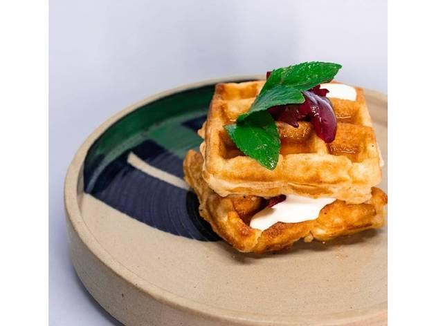 desayuno waffles con toronja