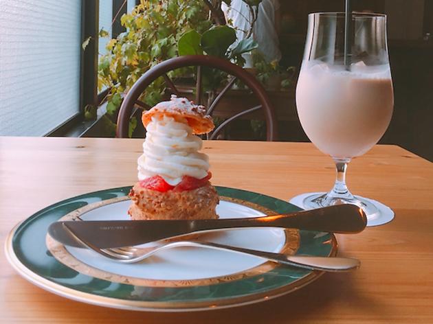 写真は喫茶 半月のもの(Shiori Kotaki)