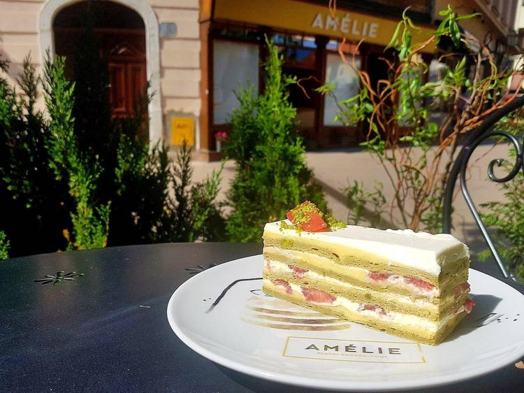 Have coffee and a cake at Amelie