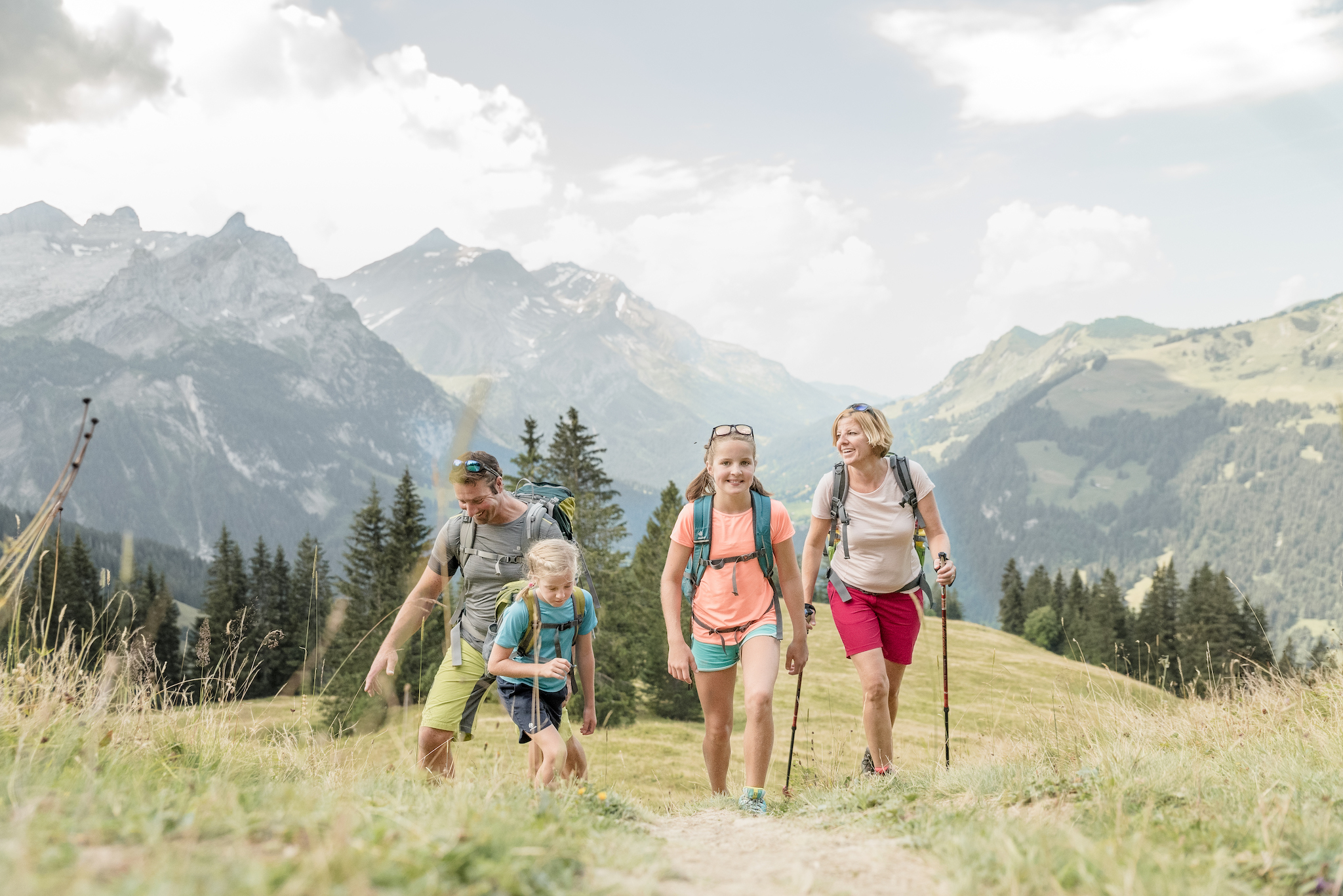 Gstaad family hiking for family experiences promotion