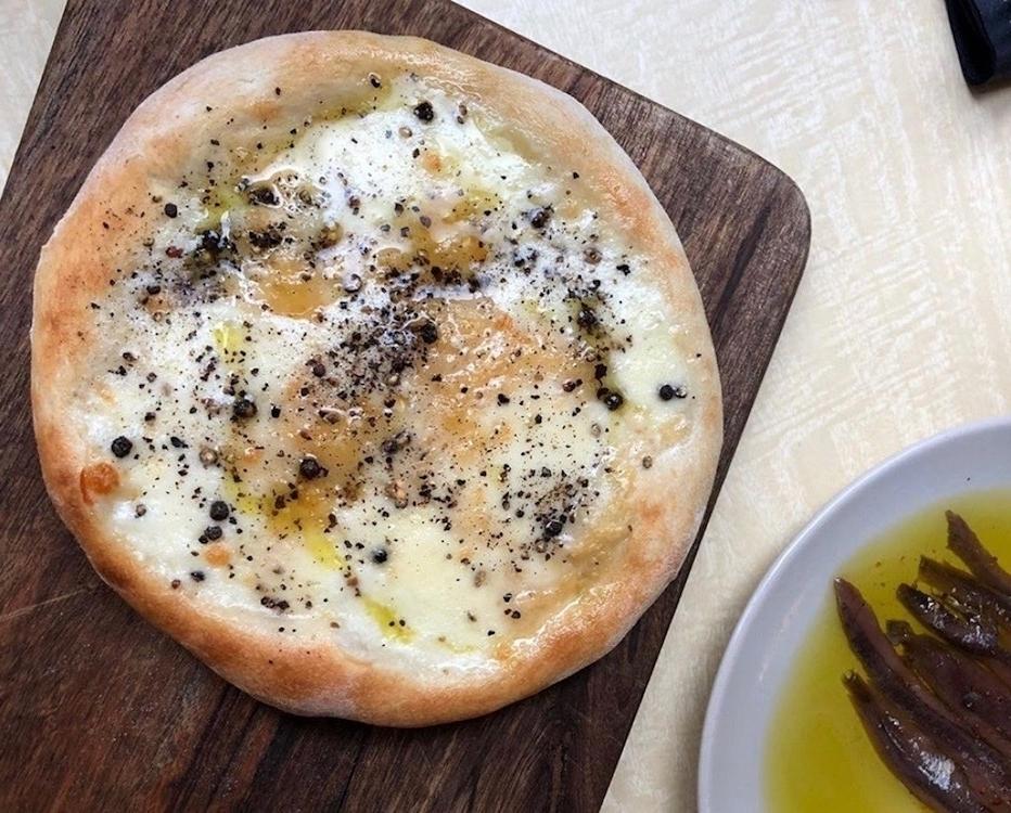 #FondDePlacard38 - La pizzette cacio e pepe du Café du Coin