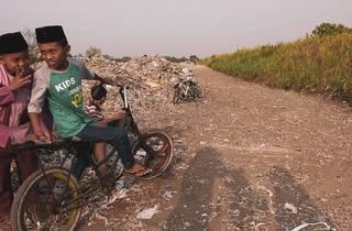 Montanhas de lixo estão entre os cenários destes documentários