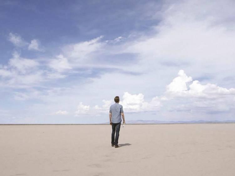 Séries e filmes sobre minimalismo para aprender a viver feliz com pouco