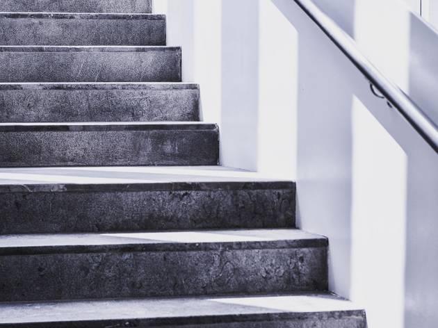 Opte pelas escadas