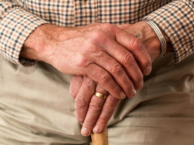 Esteja atento às pessoas mais velhas que conhece