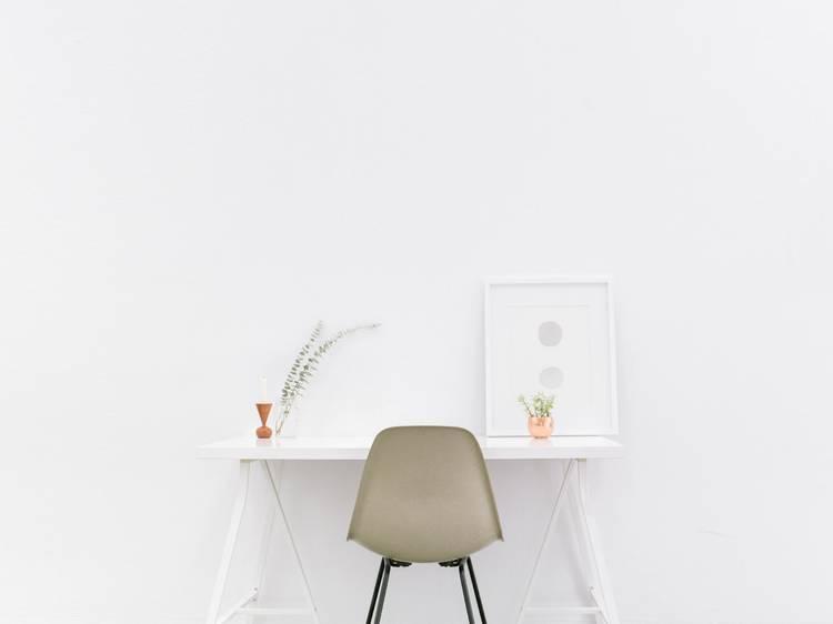 Menos é mais: descubra porquê e como com estas gurus do minimalismo