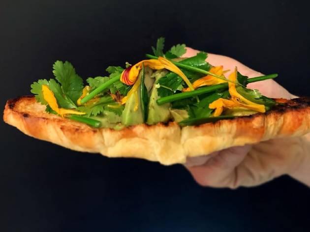 Restaurante, Boi-Cavalo, Croissant torrado com salada de abacate