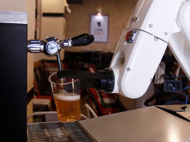 Robot que tira cervezas
