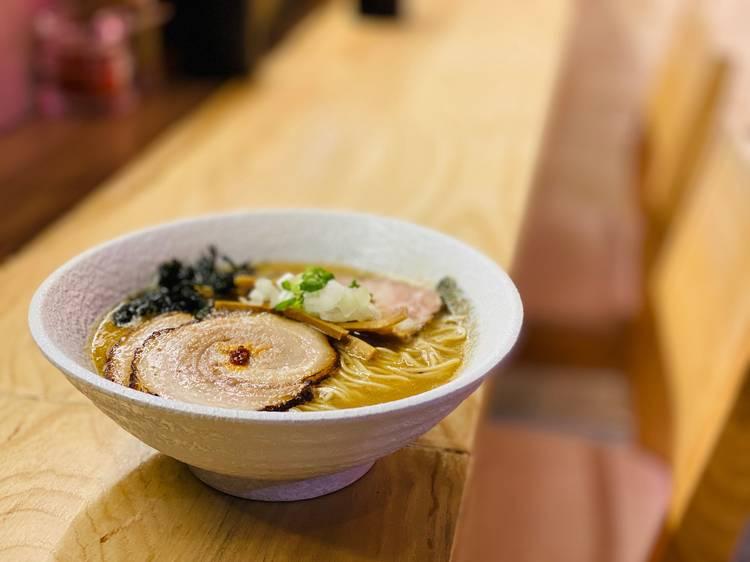 麺処一家:豬骨魚介湯底