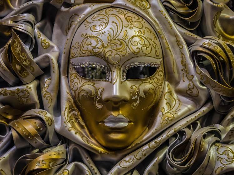 Veja a exposição online sobre máscaras do Museu da Farmácia