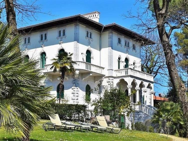 Admire the villas