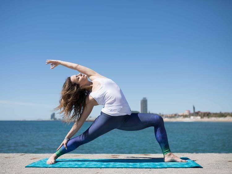 Yoga en el parque o en la playa