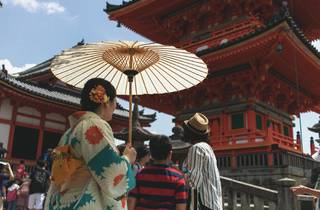 Woman dressed in kimono at Kiyomizu-dera in Kyoto