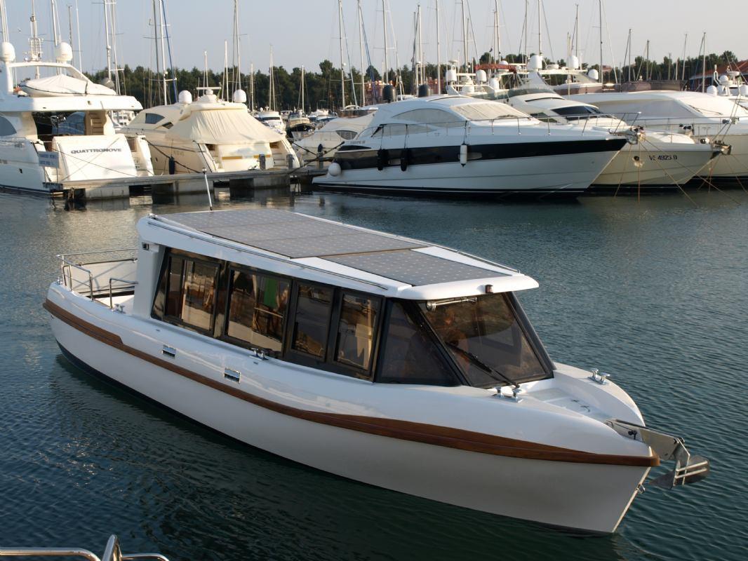 Marservis solar boat
