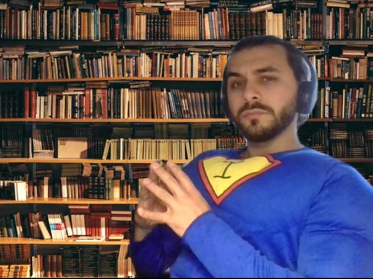 Um super-herói Improvável numa peça de teatro improvável