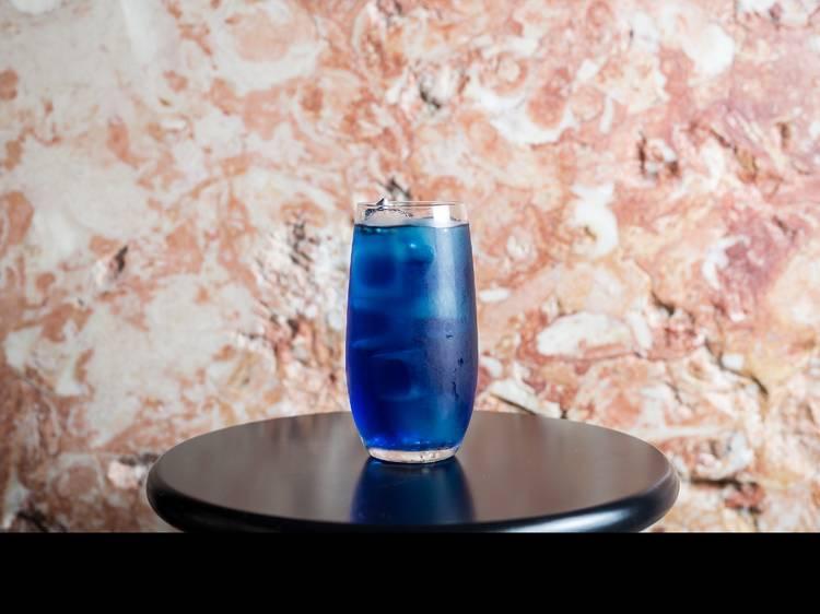 Sete sítios onde já pode beber um copo em Lisboa