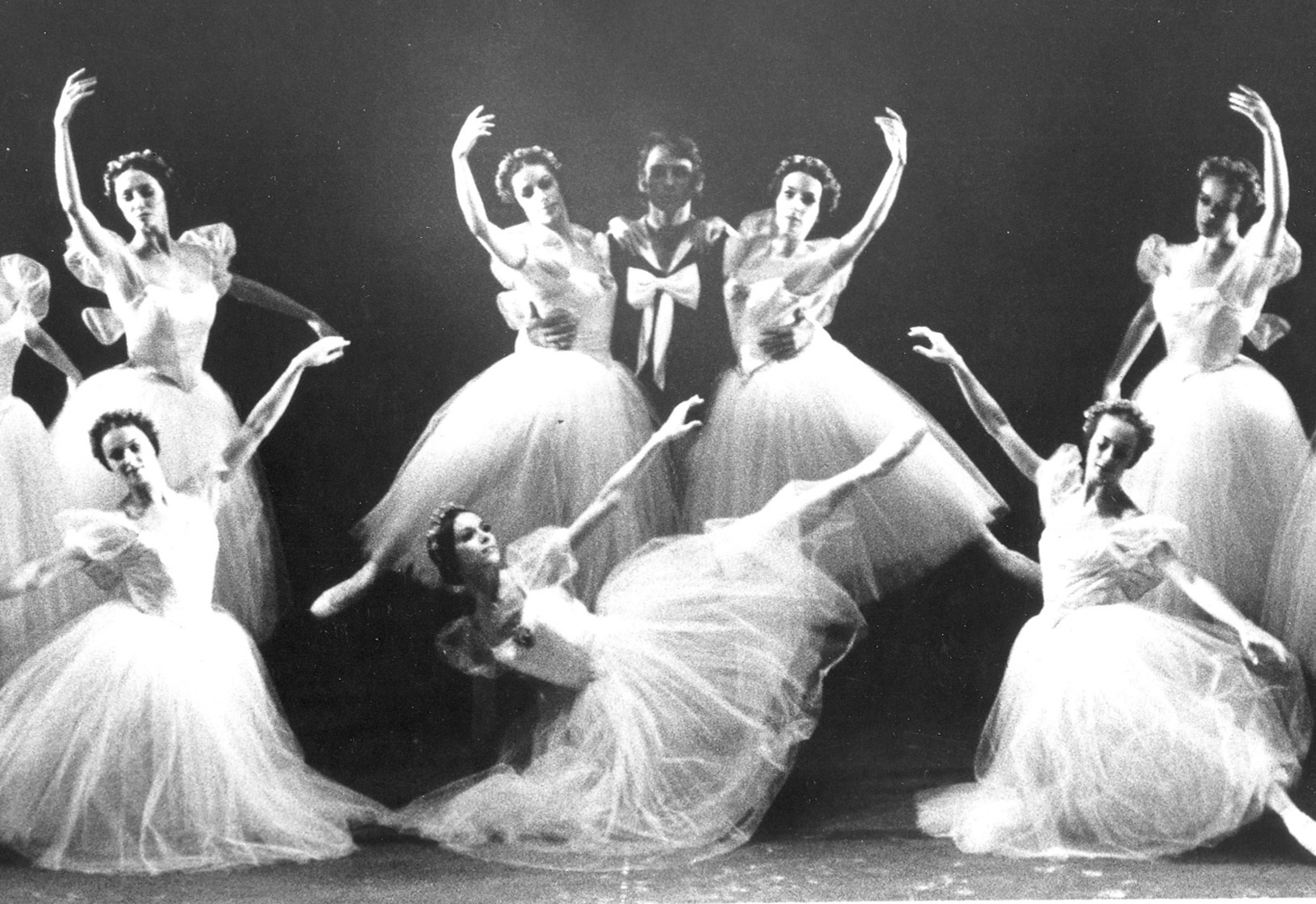 Ivan Nagy, Eleanor D'Antuono, Ellen Everett and Karena Brock in Les Sylphides