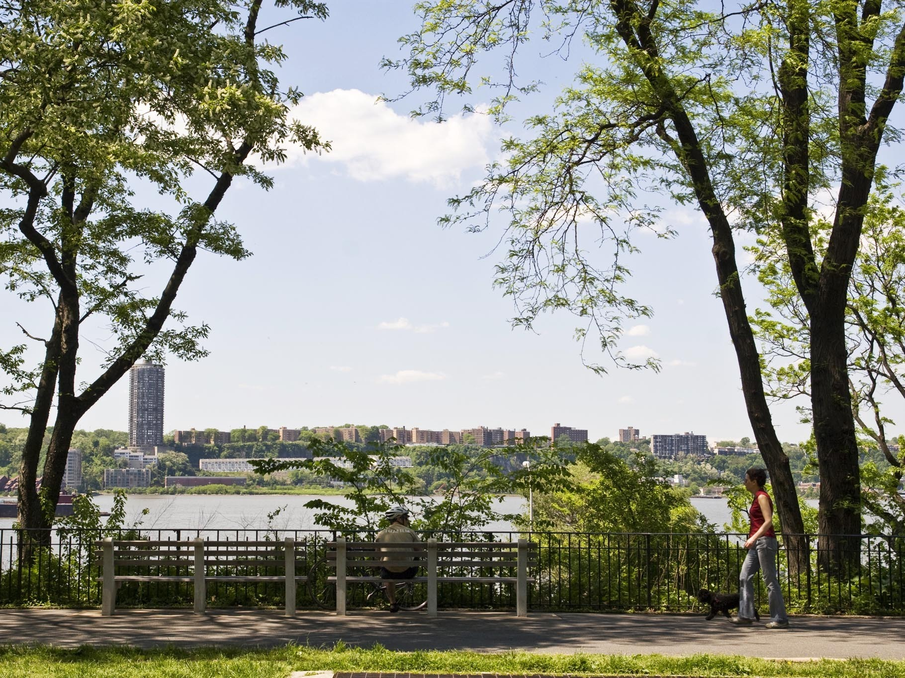 Riverside Park is still doing free yoga and live music for Summer on the Hudson