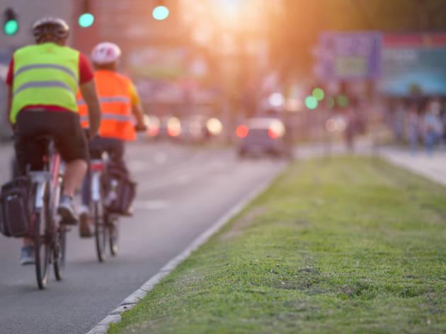 Ciclistas y ecologistas planifican una gran cadena en favor de la bici