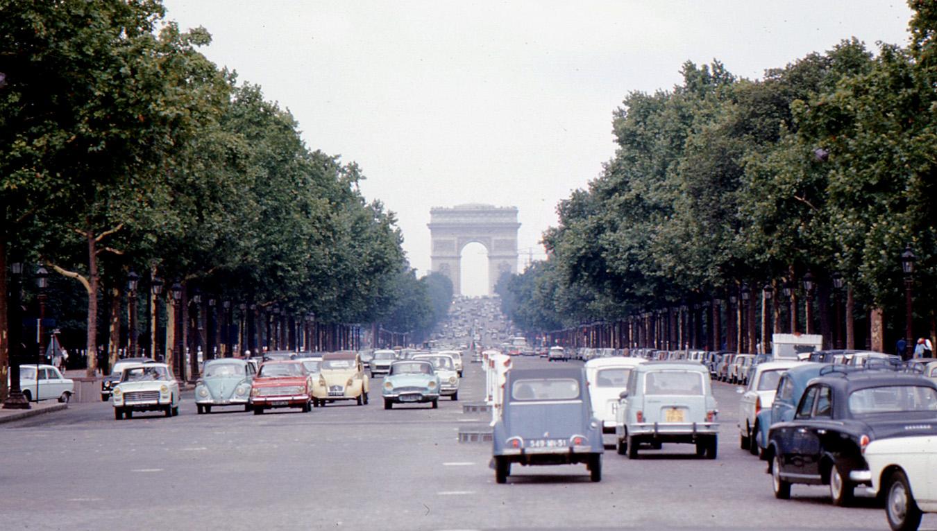 These amazing colour photos show Paris in the 1960s
