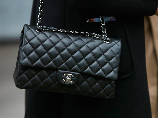 Cómo comprar bolsos de lujo y no morir en el intento