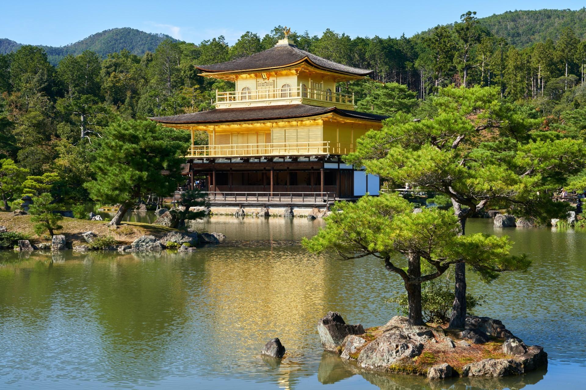 Kinkakuji golden temple kyoto