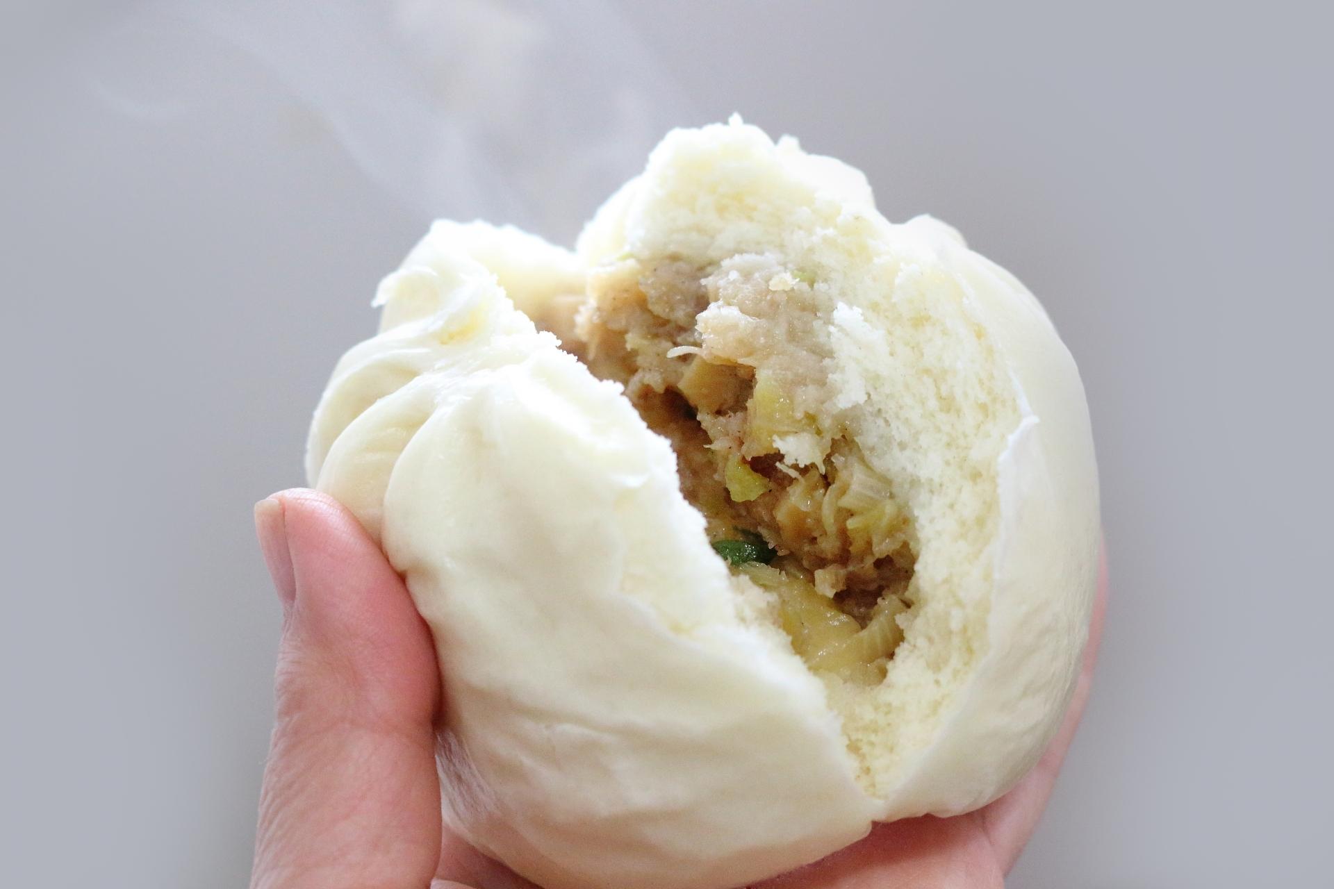 Nikuman meat buns, butaman pork buns, Osaka street food