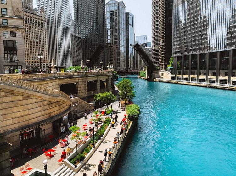 Stroll along the Chicago Riverwalk