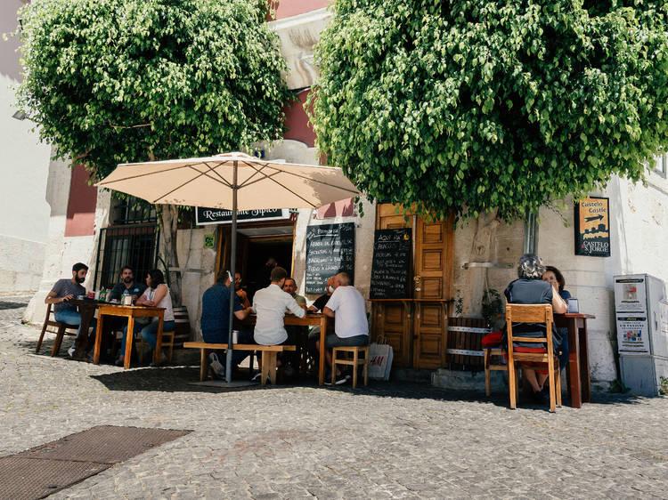 Cinco restaurantes de comida portuguesa para tirar a barriga de misérias