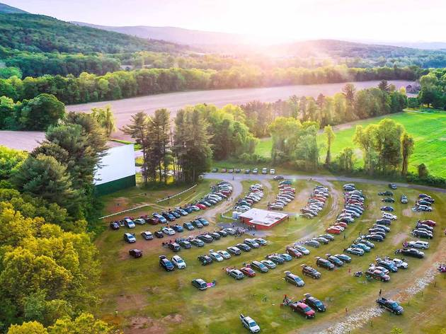Drive-in movie theaters near New York City