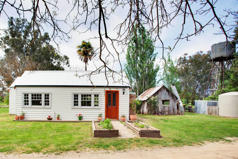Cortes Cottage Airbnb Victoria